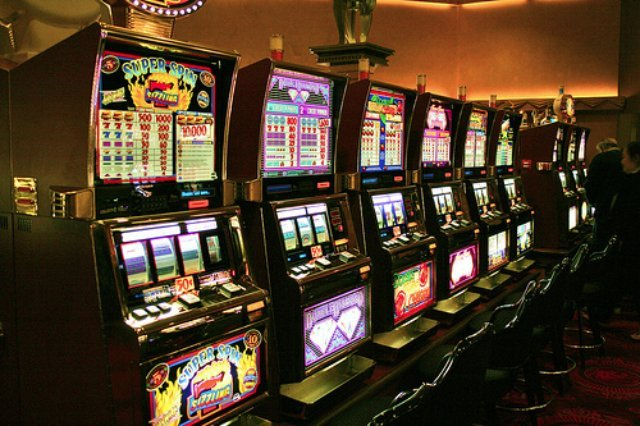 Как играть в казино Космолот?